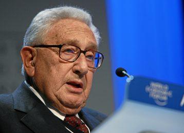 Henry_Kissinger_-_World_Economic_Forum_Annual_Meeting_Davos_2008_numb2